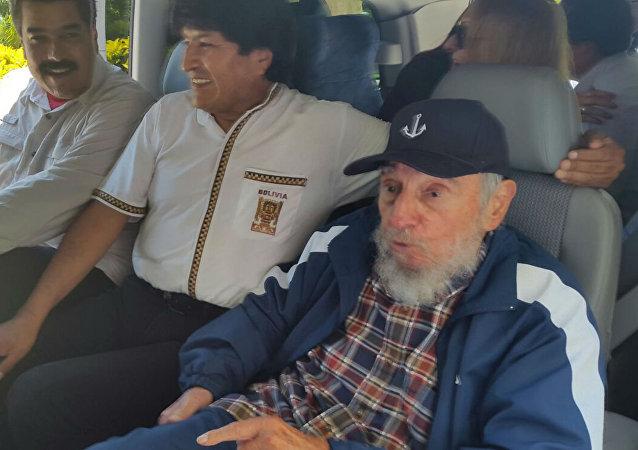 Nicolás Maduro, Evo Morales e Fidel Castro, em Cuba.