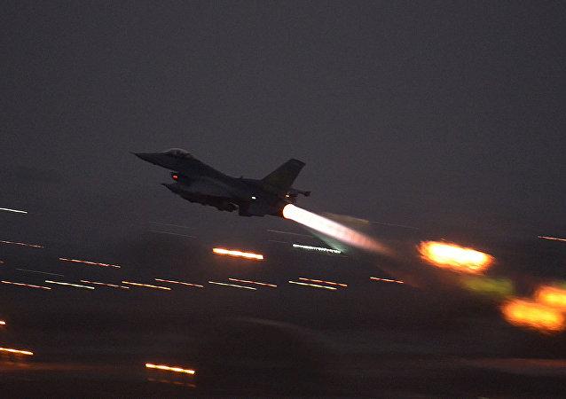 Avião norte-americano decola da base aérea de Incirlik, na Turquia