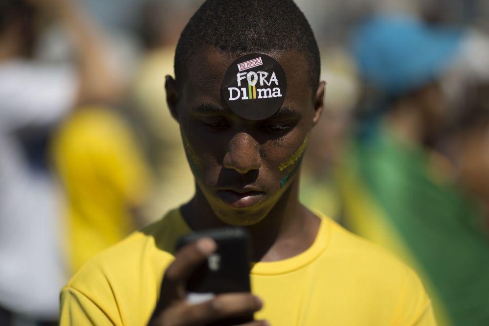 Um participante dos protestos contra a presidente do Brasil, Dilma Rousseff. Rio de Janeiro. 16 de agosto de 2015.
