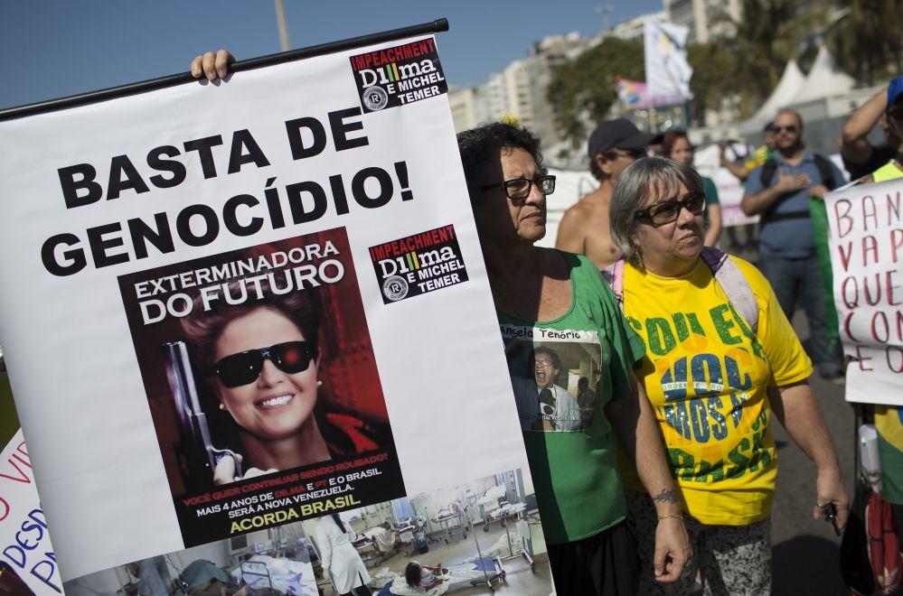 Vários lemas dos protestos contra a presidenta Dilma Rousseff, o Partido de Trabalhadores, a corrupção e a desaceleração econômica. Rio de Janeiro. 16 de agosto de 2015.