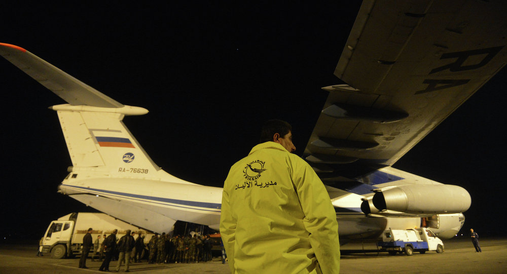 Avião do Ministério de Emergências da Rússia no aeroporto de Lataquia, na Síria (foto de arquivo)