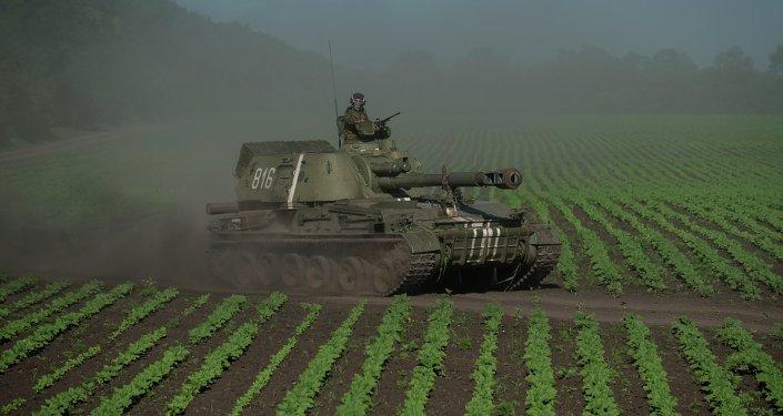 Veículo de artilharia ucraniano nas proximidades de Donetsk