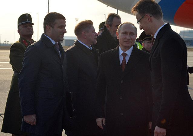 Vladimir Putin fez visita oficial à Hungria