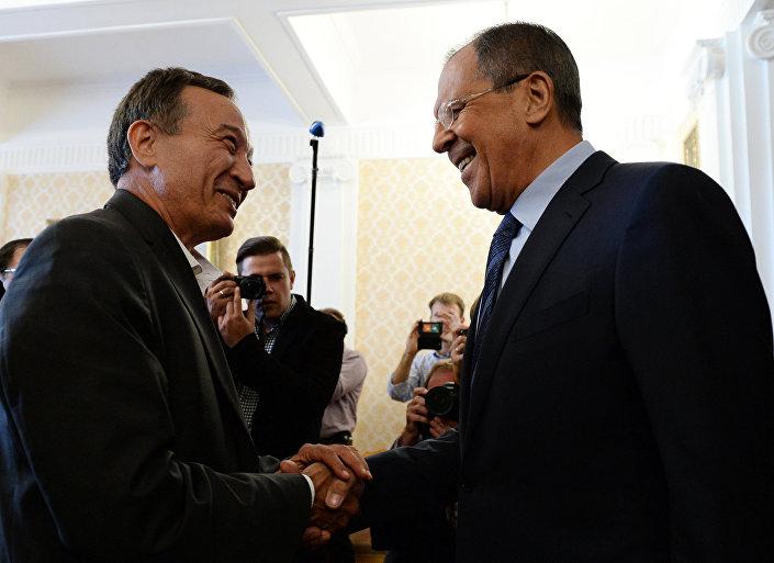 O chanceler russo, Sergei Lavrov, durante um encontro com o ex-coordenador do Comitê de Coordenação Nacional da Síria, Haitham Manaa, em 14 de agosto de 2015.
