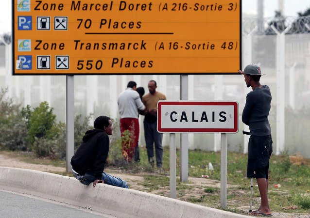 Imigrantes na cidade de Calais, no norte da França.