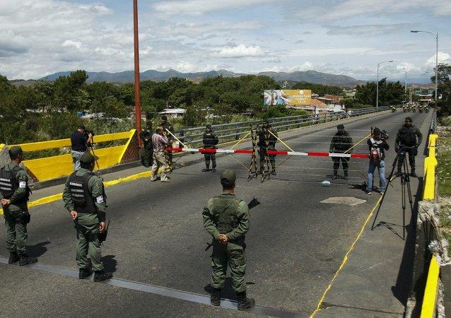 Guarda Nacional da Venezuela vigiando a fronteira