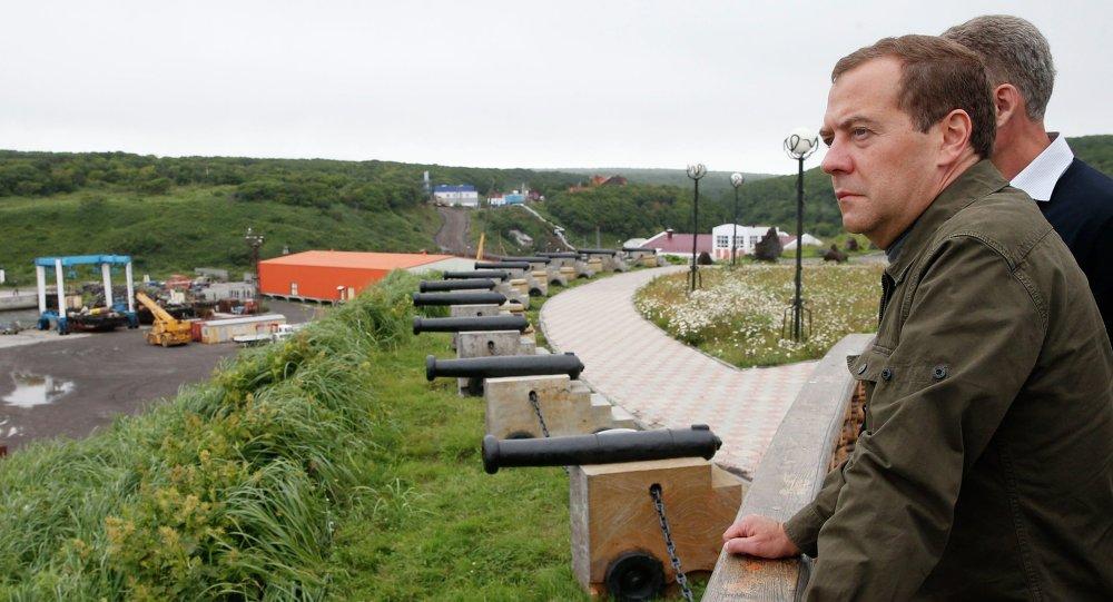 O premier da Rússia, Dmitry Medvedev, em vista às ilhas Curilas