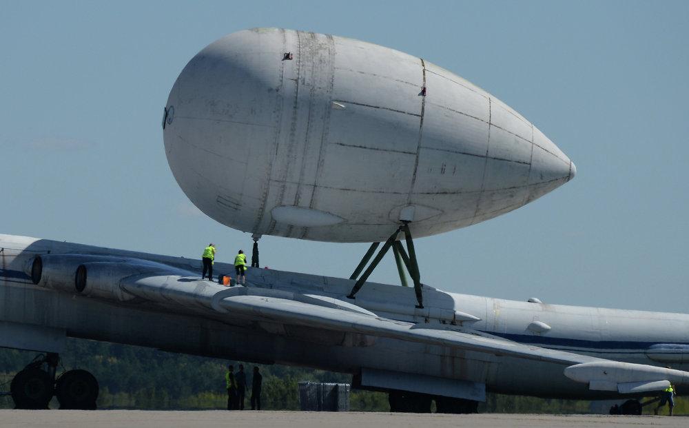 O avião de transporte VM-T Atlant na exposição estática do MAKS 2015
