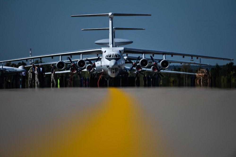 Novo avião russo em exposição no Salão Internacional de Aviação e Espaço MAKS 2015