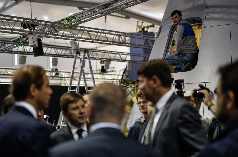 Um dos pavilhões durante os preparativos para a abertura do Salão Internacional de Aviação e Espaço MAKS 2015