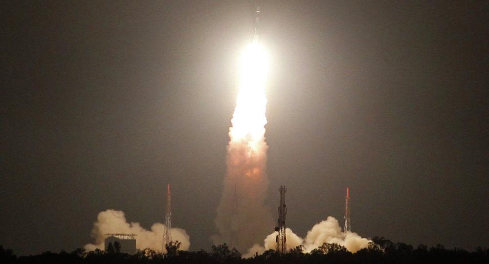 Organização Indiana de Pesquisa Espacial (ISRO) lança o satélite a partir do centro espacial Satish Dhavan