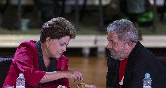 Dilma Rousseff e Luíz Inácio Lula da Silva durante encontro da cúpula do PT em São Paulo (arquivo)