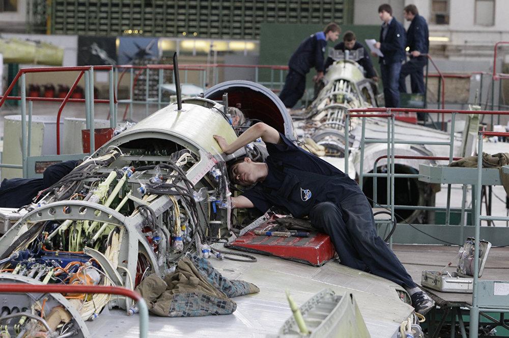 Montagem do avião russo MiG-29K/KUB