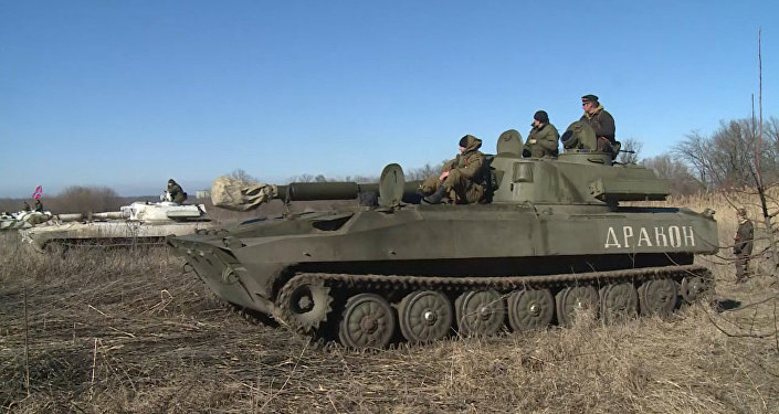 Milícias de Donetsk retiram armas pesadas