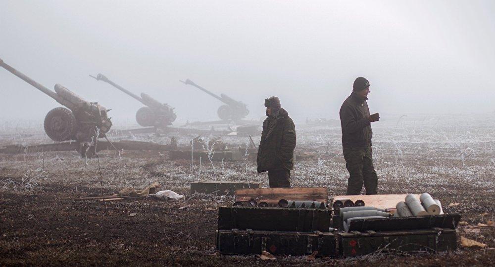 Armas pesadas na linha de frente no leste da Ucrânia