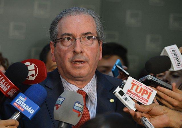 Apesar de tudo, Eduardo Cunha diz que não renuncia.