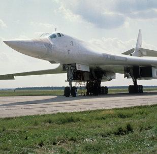 Bombardeiro estratégico russo Tu-160.