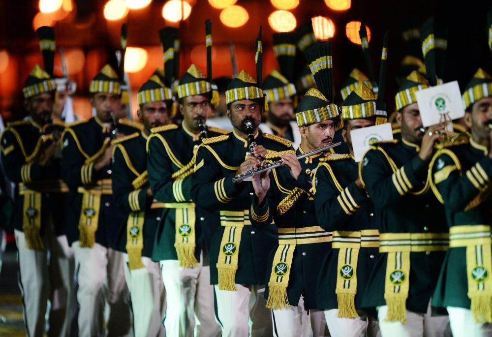 Orquestra das Forças Armadas paquistanesas na inauguração do Festival Internacional de Música Militar Spasskaya Bashnya na Praça Vermelha