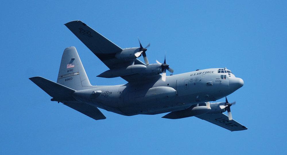 Avião de transporte da FA americana C-130 Hercules