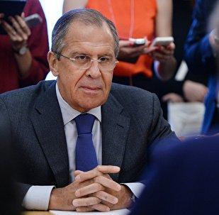 O ministro das Relações exteriroes da Rússia, Sergei Lavrov, durante o encontro com a vice-presidente da Comissão Europeia, Kristalina Georgieva, em 8 de setembro de 2015