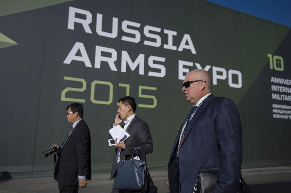 Participantes da exposição internacional de equipamento militar Russia Arms Expo (RAE)