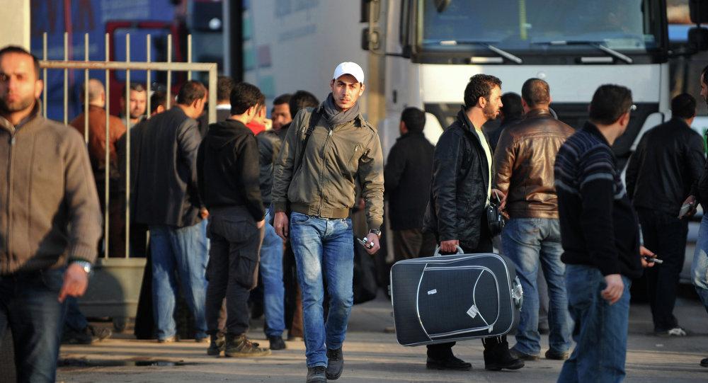 Sírios cruzam as fronteiras da Síria