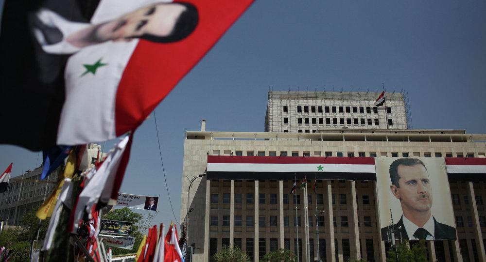 Retrato do presidente sírio Bashar al-Assad no Banco da Síria, em Damasco