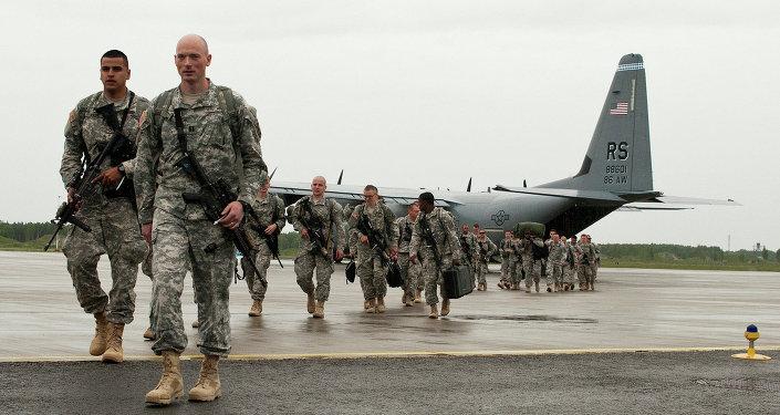 Paraquedistas norte-americanos chegam à Estônia para participar de exercícios da OTAN