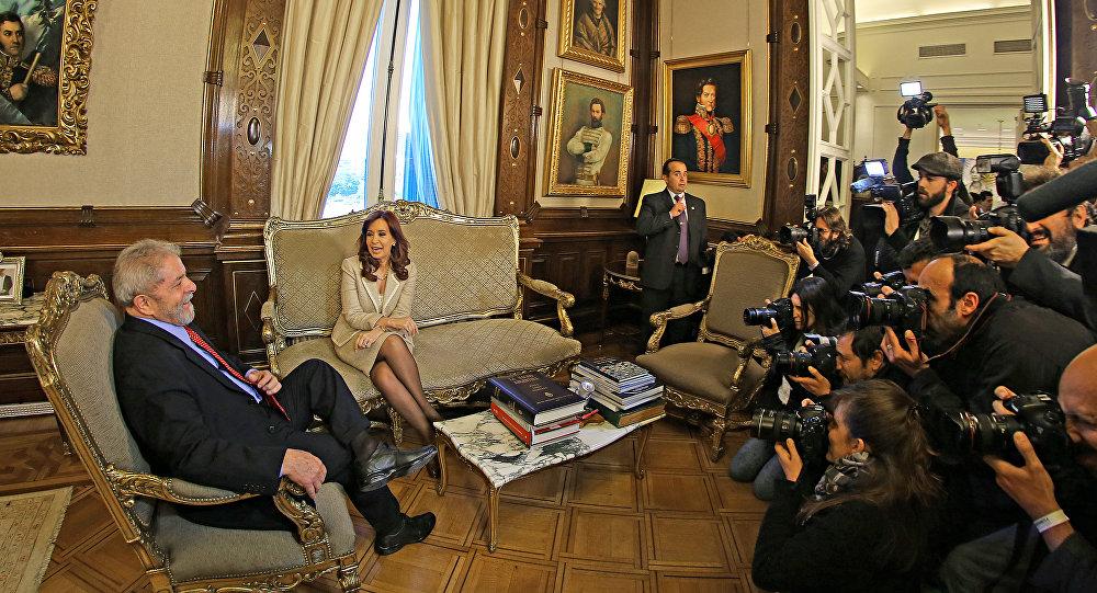 O ex-presidente Lula em encontro com a presidente da Argentina, Cristina Kirchner, na Casa Rosada, em Buenos Aires