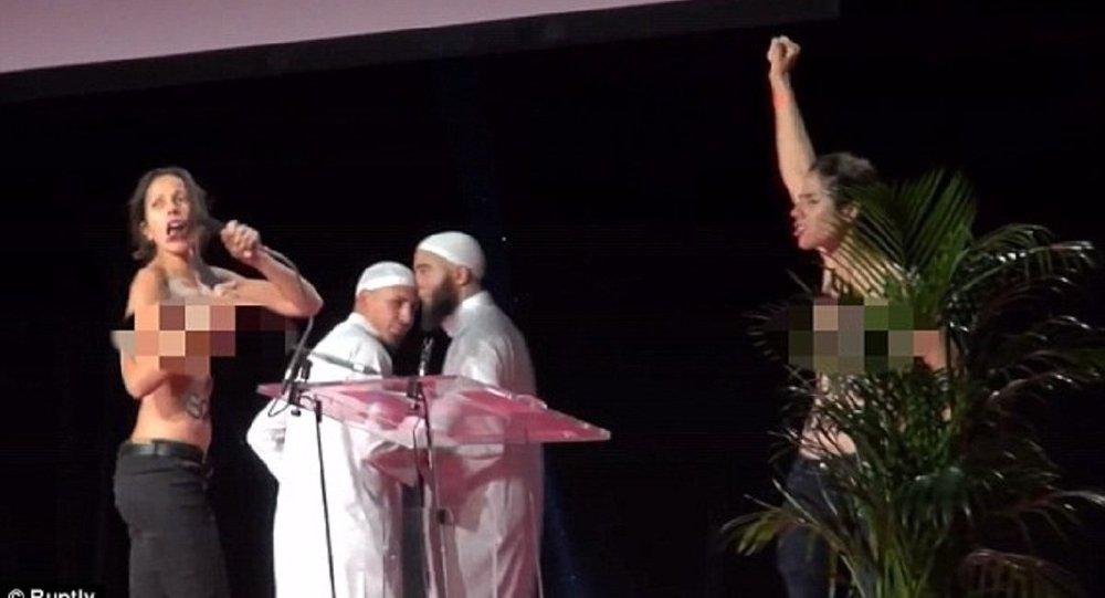 Ativistas do grupo FEMEN invadem evento muçulmano em Paris
