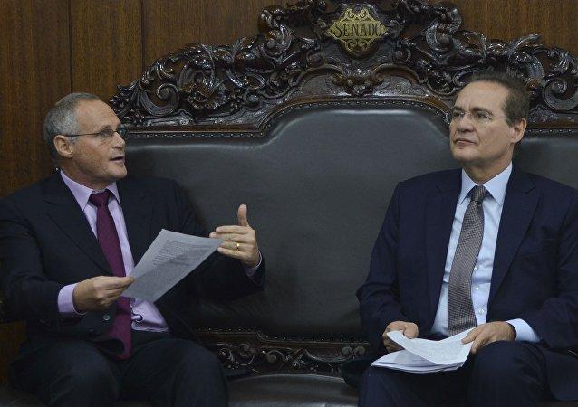 O secretário de Segurança do Rio, José Mariano Beltrame, em encontro com o presidente do Senado, Renan Calheiros, em Brasília