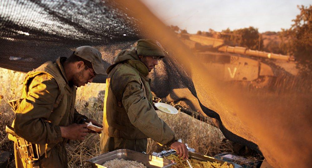 Soldados israelenses perto da fronteira com a Síria no terrítorio de colinas de Golã ocupado por Israel, 22 de junho de 2015