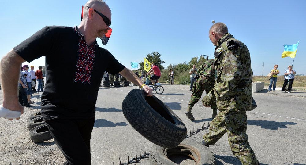 Ativistas bloqueiam acesso na fronteira entre Ucrânia e Crimeia