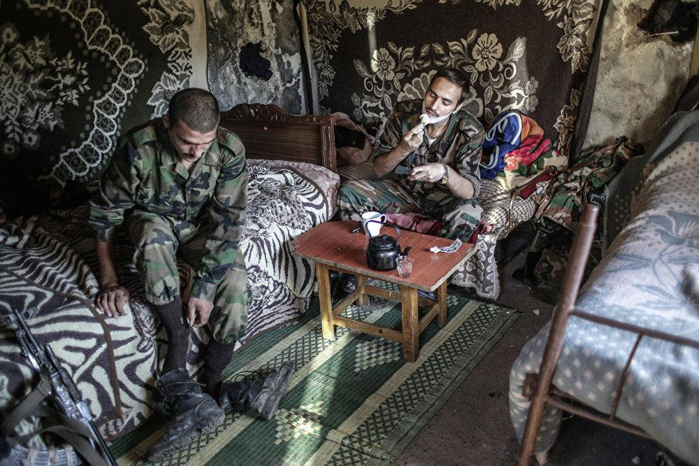 Soldados do governo perto da fronteira com a Turquia