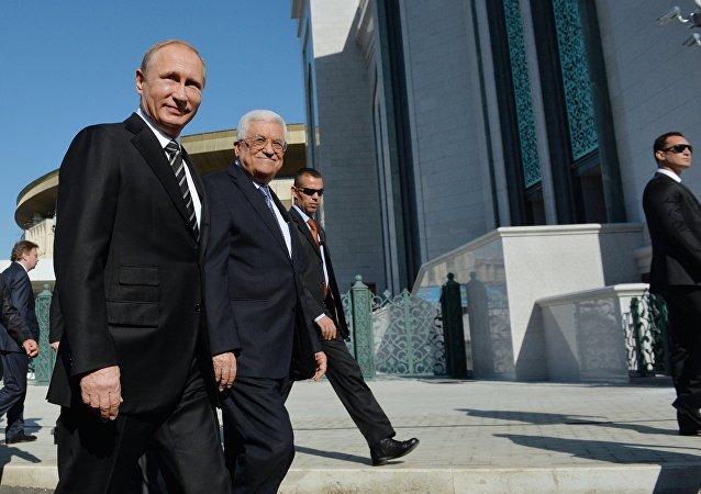 Vladimir Putin  (esquerda) e Mahmoud Abbas durante a cerimônia de inauguração da nova mesquita em Moscou