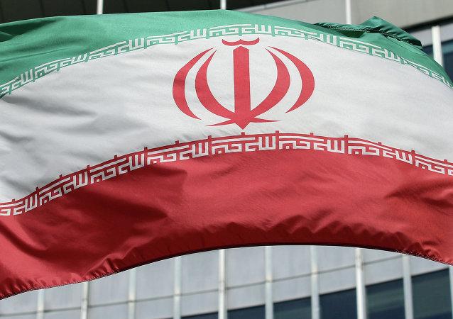 Bandeira iraniana em frente do edifício da ONU