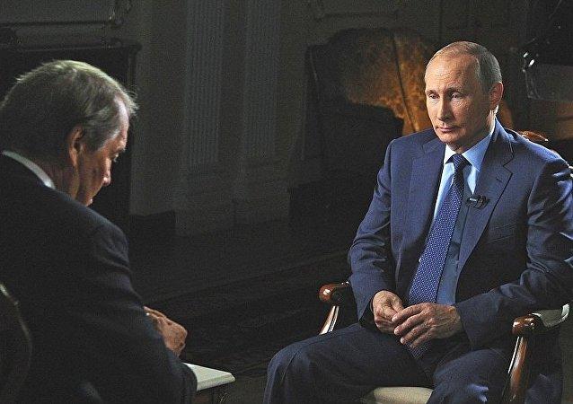 Vladimir Putin concede entrevista ao canal CBS