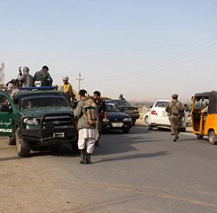 Polícia afegã patrulha a cidade de Kunduz após combates