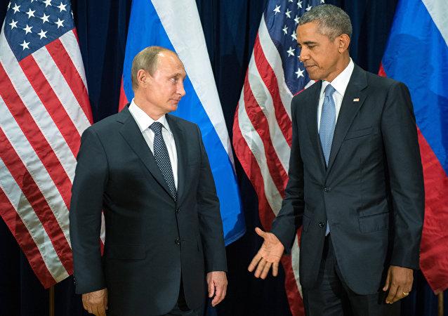 Presidente russo Vladimir Putin se encontra com o presidente norte-americano Barack Obama na 70ª sessão da Assembleia Geral da ONU, 28 de setembro de 2015