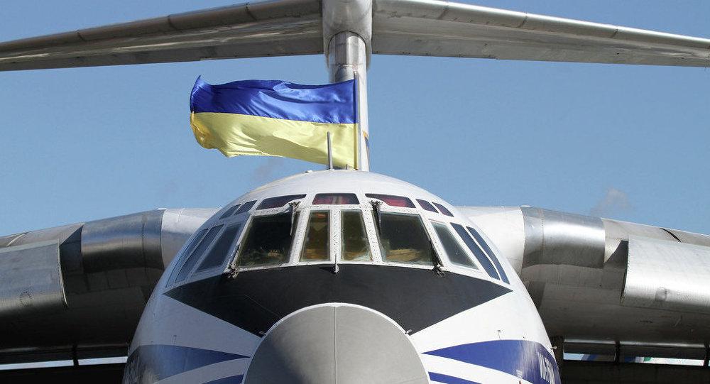 Avião com bandeira da Ucrânia