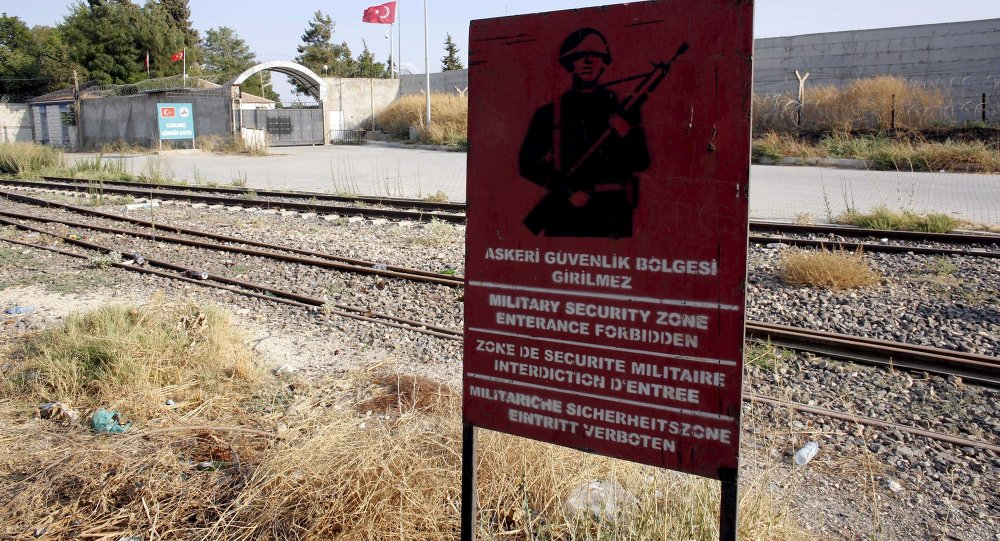 Fronteira entra a Turquia e a Síria perto da cidade síria de Jarablus ocupado pelo Estado Islâmico