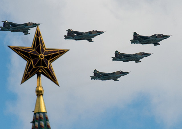 Aeronaves Su-25 durante o ensaio da Parada da Vitória em Moscou, 9 de maio de 2015