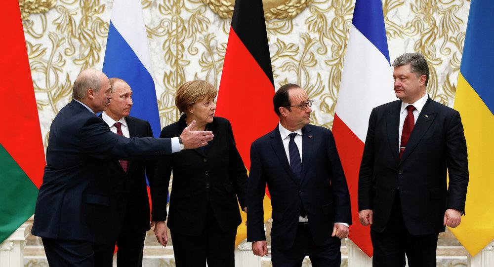Aleksandr Lukashenko, Vladimir Putin, Angela Merkel, Francois Hollande e Pyotr Poroshenko