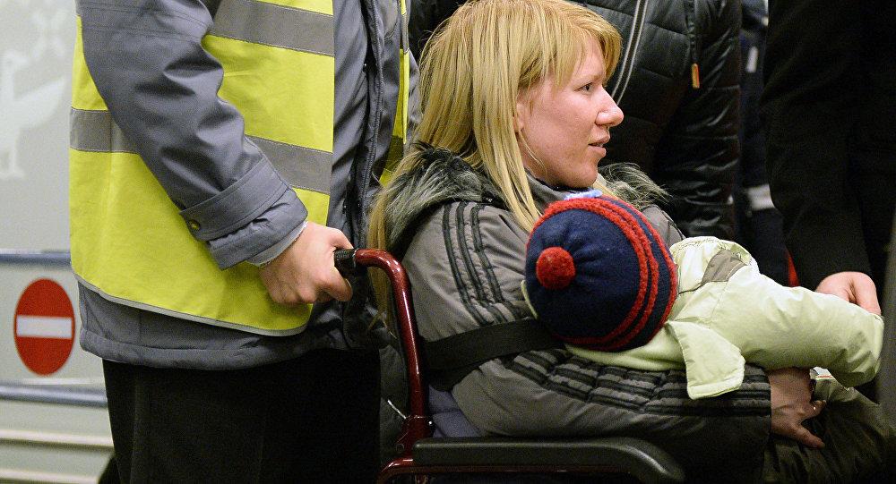 Crianças gravemente doentes de Donbass chegam a Moscou para tratamento