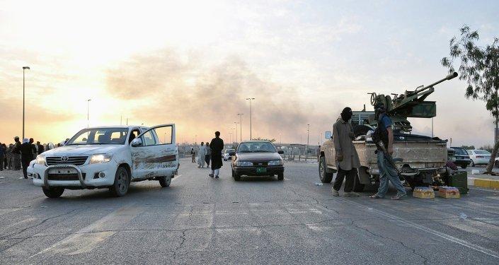 Militantes do Estado Islâmico na cidade de Mossul no Iraque