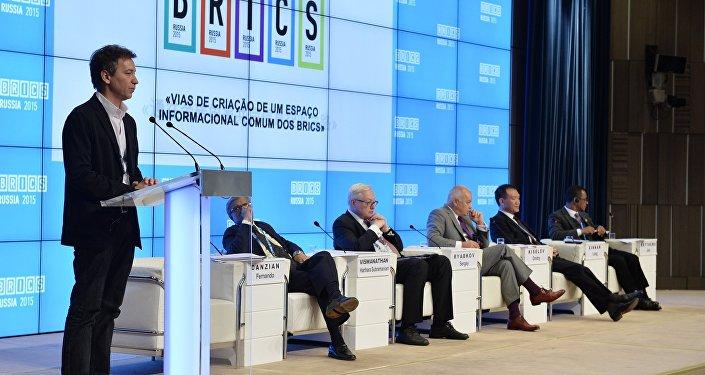 """Participantes do fórum """"Para a Criação de um Espaço de Informação Comum aos Países BRICS"""", 8 de outubro de 2015"""