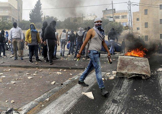 Confrontos entre jovens palestinos e polícia israelense em Jerusalém Oriental (arquivo)