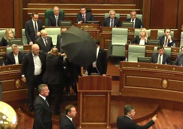 Incidente no Parlamento do Kosovo, 8 de outubro de 2015