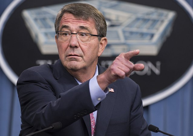 Ashton Carter, do Pentágono, durante um briefing em 30 de setembro