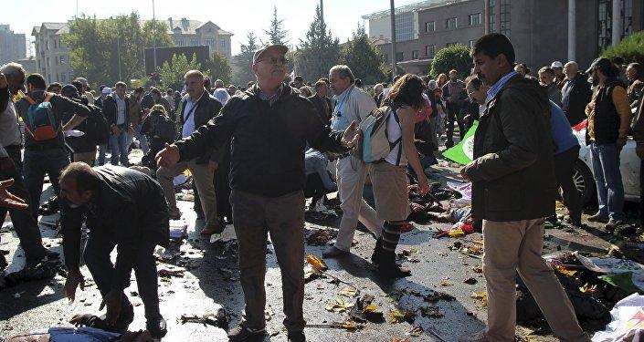 Explosão perto da estação ferroviária no centro da capital turca de Ancara no sábado (10) antes de uma manifestação dos sindicatos contra a guerra